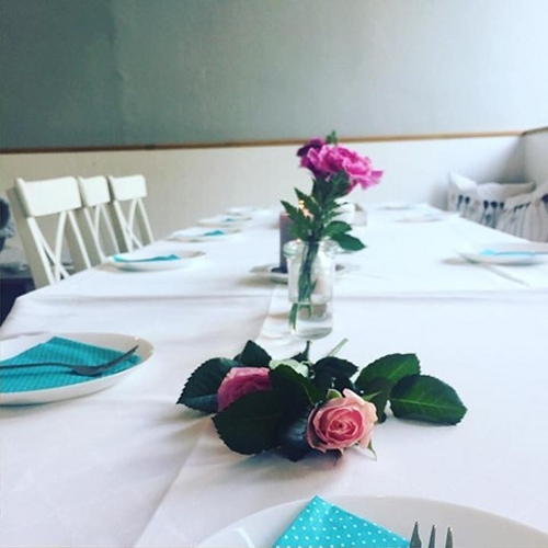 Festlich geschmückte Tische für stilvolles Ambiente bei Geburtstag, Hochzeit, Kinderfest, Firmenfeier...